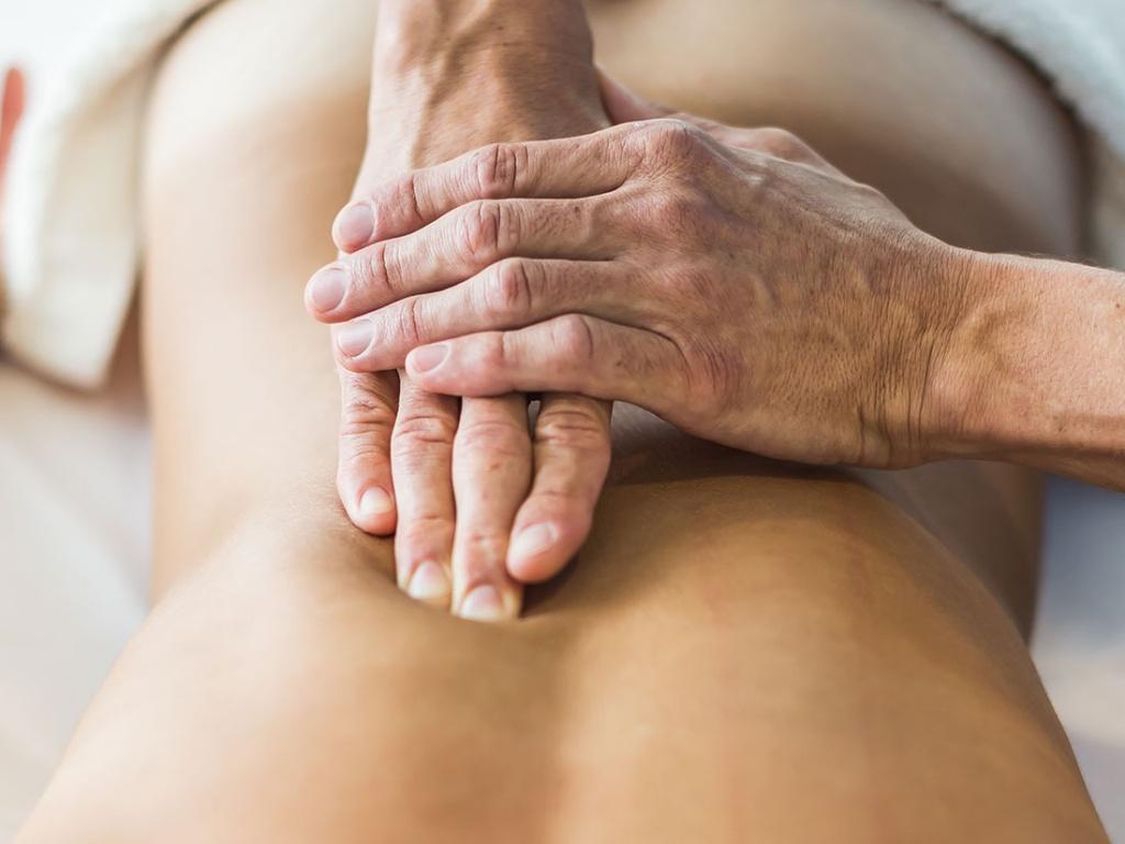проведение сегментарного массажа на позвоночнике